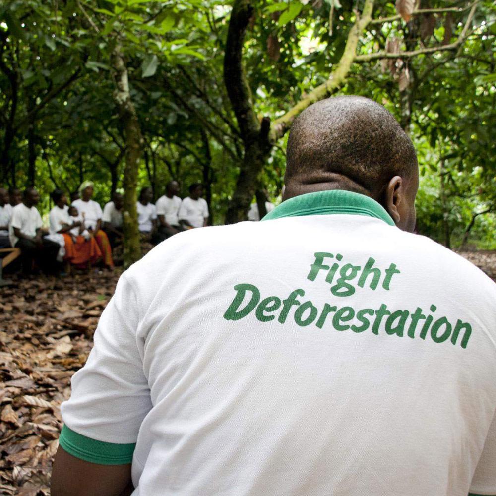 Rainforest Alliance trianeratat meeting with farmers in Ghana